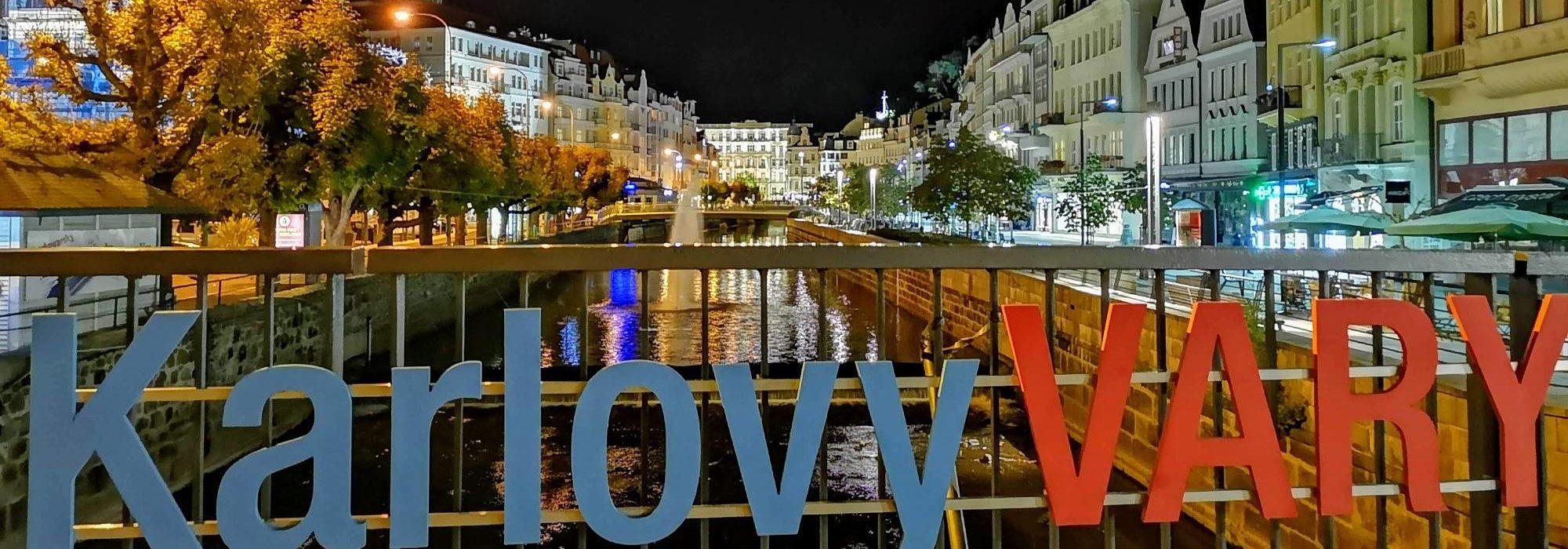 Karlovy Vary bei Nacht – Tepla Brücke